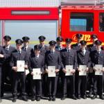 Gruppenfoto der Anwärterinnen und Anwärter des Bereiches Bergedorf nach der bestandenen Truppmannprüfung (nun mit Mütze :-)