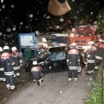 Einsatz FF Blankenese, VW-Lupo mit dem Rüstwagen-Rissen aus der Elbe gezogen, Blankeneser Segelclub - Foto: Rico Thumser