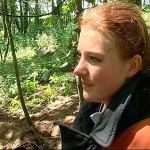 Mailyn nach der Hunderettung beim Interview für die zahlreichen Kamerateams
