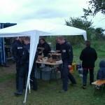 Die Grillmeister der FF Hohendeich versorgen ihre Gäste ©L. Rieck