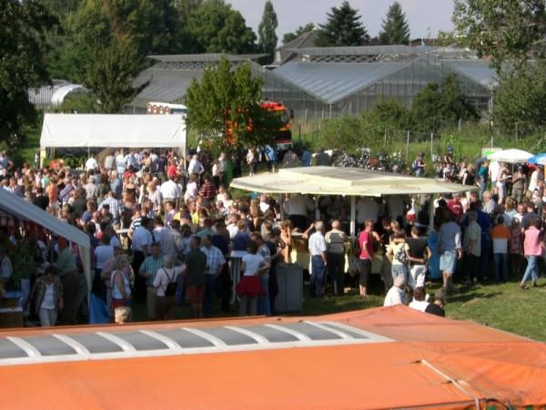 Hunderte Gäste verfolgten das Spektakel am Hohendeicher See ©L. Rieck
