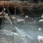Viele Brandnester im Laden mußten mühsam abgelöscht werden.  Der Einsatz dauerte von 06:08 h bis 09:15 h