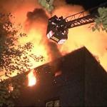 Zeitgleich wurde über zwei Treppenhäuser die Brandbekämpfung und Personensuche durchgeführt