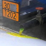 Eine gefährliche Flüßigkeit läuft aus dem LKW aus und bedroht die Einsatzstelle