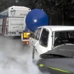 Ein Gefahrgutlaster war auf einen vollbestzten Reisebus aufgefahren