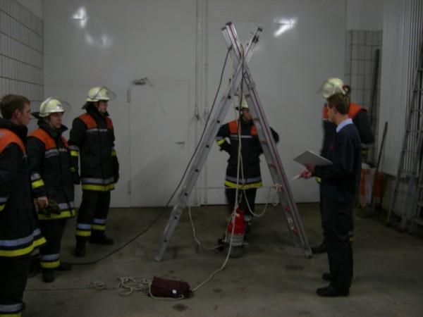Unter Anderem galt es eine Bockleiter zu bauen und Fragen über die Steckleiter zu beantworten. ©L. Rieck