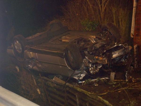 Obwohl der Wagen einen Totalschaden erlitt konnten sich alle Insassen fast unverletzt und aus eigener Kraft befreien. ©K. Heitmann (F 2952)