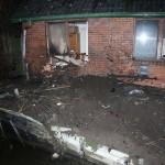 Die zerstörten Fenster wurden von einer Zimmerei notdürftig mit Holzplatten verschlossen. ©C. Leimig