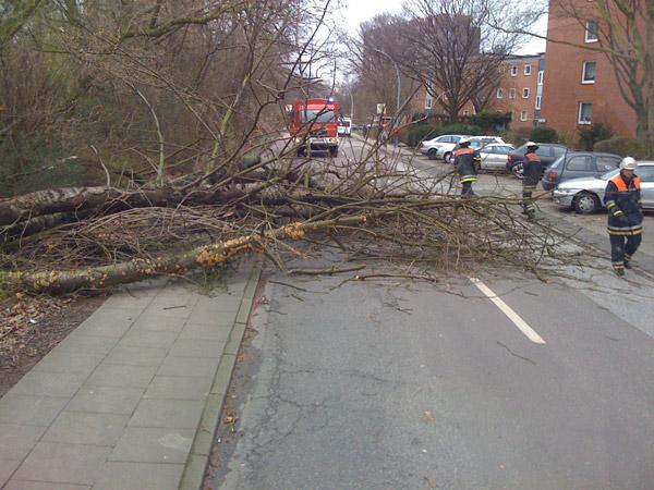 Fahrbahn blockiert ©B. Wendt (FF-Lokstedt)