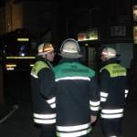 Die Einsatzleitung bei der Lagebesprechung. v.l.n.r. A-Dienst, Oranisatorischer Leiter und der Leiter der Feuerwehr Hamburg Klaus Maurer.