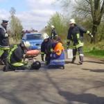 Versorgung eines bewusstlosen Mopedfahrers nach einem Verkehrsunfall ©F 2956