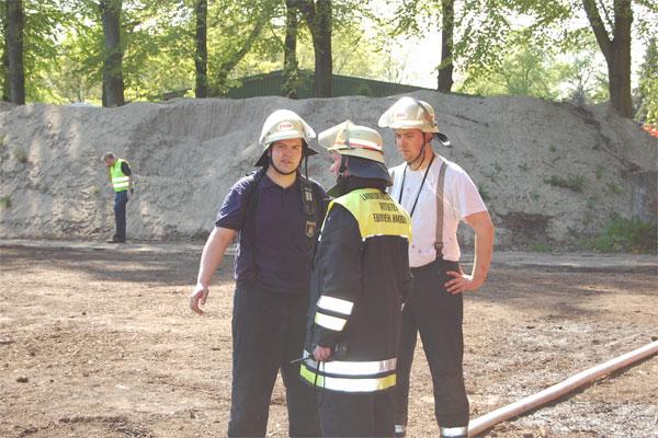 Der erst eingetroffene Gruppenführer M. Proske (FF Billstedt-Horn) und der Landesbereichsführervertreter-Süd Werner Burmester. (v.l.n.r)
