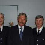 Udo Nagel zwischen dem Chef der Berufsfeuerwehr OBD Klaus Maurer und dem Chef der Freiwilligen Feuerwehren LBF Hermann Jonas