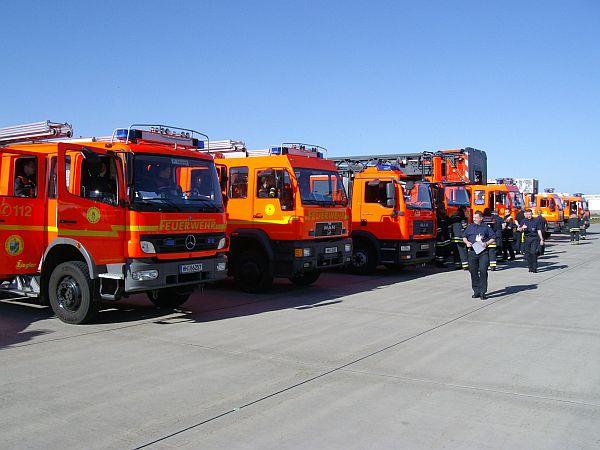 Sammelplatz für die Fahrzeuge vor Übungsbeginn