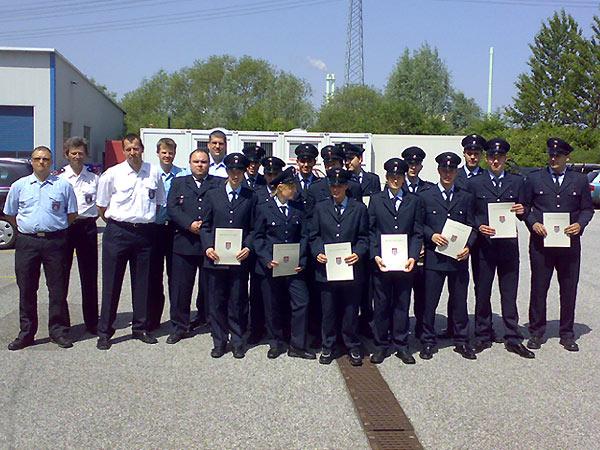 Gruppenfoto des Grundausbildungslehrganges des Bereiches Bergedorf 2007/2008 - Foto: F2946