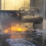 Zuerst wurde versucht den Flüssigkeitsbrand mit Wasser zu löschen