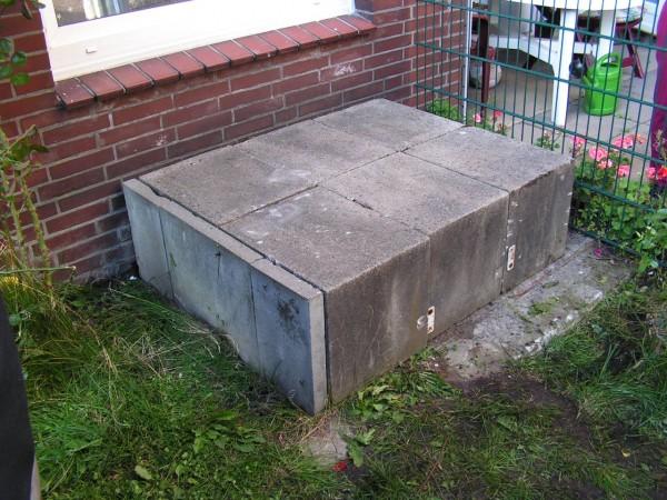 Der mit Betonplatten bedeckte Lüftungsschacht.