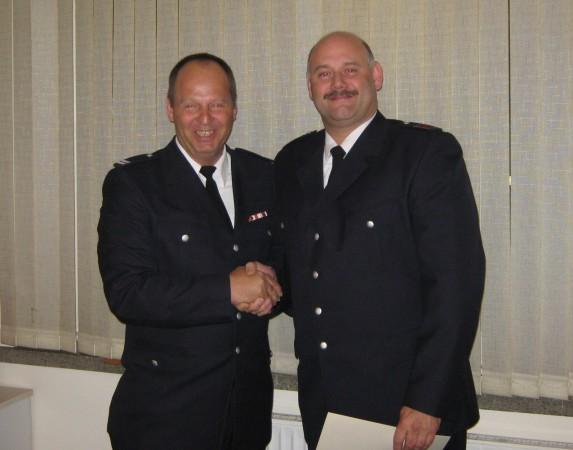 WF Helmut Zentner gratuliert HBM Dietmar Ruschke (rechts) - Foto: Marco Niederkleine