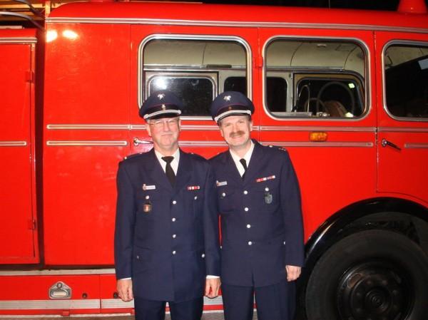 Michael (links) wurde von Zuhause mit dem Pullmann-TLF abgeholt.