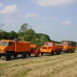 vorn das EF m. EF-Anhänger, gefolgt von einem TW 30 (Transport-Lkw für Trinkwasserbehälter 3000 l) und einem DMF.