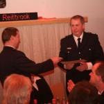 Übergabe der Ernennungsurkunde zum Ehrenwehrführer der FF Reitbrook.