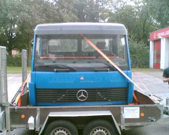 Eine Mercedez-Benz-Lkw-Kabine, gestiftet von einem Hamburger Schrotthändler.