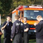 Mitglieder der FF Altona sichern das Osterfeuer am Elbuferweg   Copyright: Gregor Lütcke, FF Altona