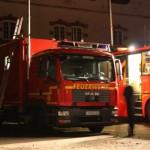Der Gerätewagen Fernmeldedienst der FF Altona im Einsatz. Rechts daneben ist der Befehlswagen (ELW 3) der Feuerwehr Hamburg zu sehen.  Copyright: Gregor Lütcke, FF Altona