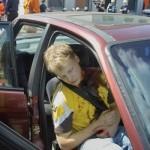 Während eines Auffahrzunfalles zog sich dieser Beifahrer eine stark blutende Verletzung am Hals zu
