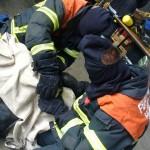 Umstecken des Lungenautomaten mit erschwerter Sicht und erschwerten Bedingungen