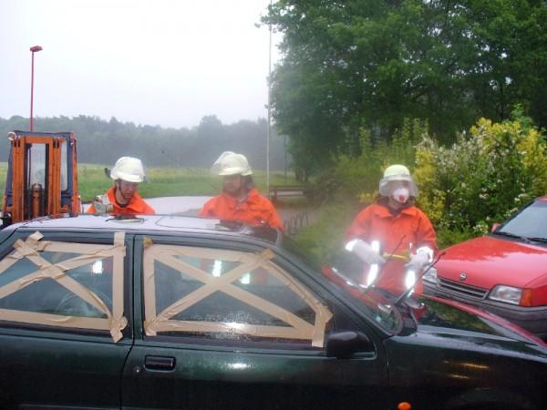 Glasmanagement mit Staubschutzmaske, FF Rade, Lk Harburg, Niedersachsen