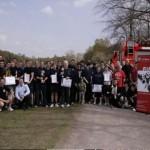 Gruppenbild mit Mannschaftsmitgliedern der drei Erstplatzierten aus den FFen Osdorf, Rahlstedt und Billstedt-Horn nach der Siegerehrung.