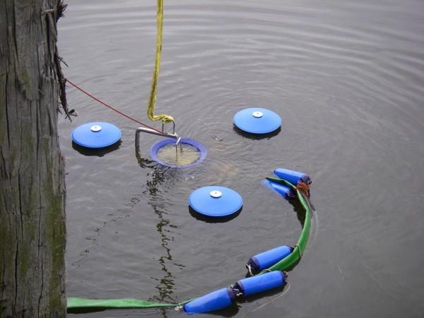 Skimmer im Wasser ©FF Warwisch