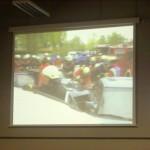 Live-Bild der von Thomas Schwarz übertragenen Filmaufnahmen im Hörsaal des IfN