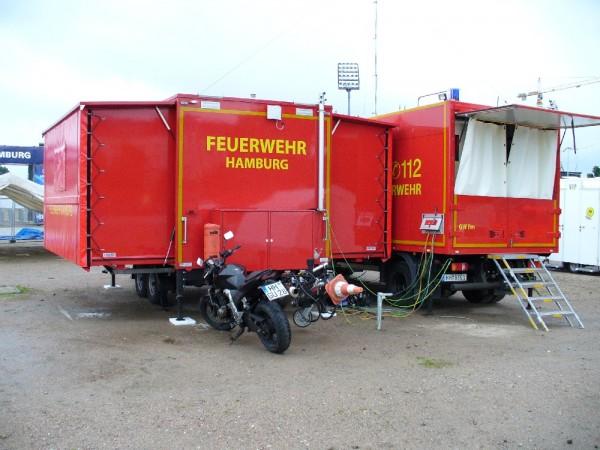Gerätewagen Fernmeldedienst und Anhänger Führung/ Lage der Feuerwehrakademie stehen während der WM dauerhaft auf dem Heiligengeistfeld  Copyright: www.feuerwehr-hamburg.de