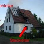 Anleiterbereitschaft mit DLAK und Stechleiter bei einem Einfamilienhaus  Foto: Jan Südmersen, Wallenhorst