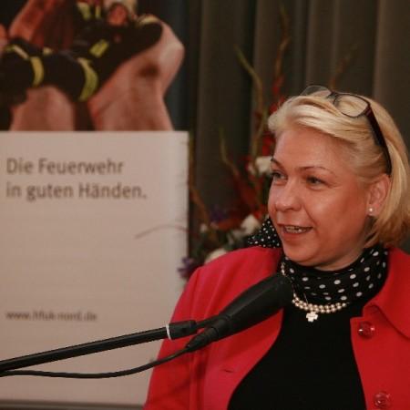 Landrätin Jutta Hartwieg, Kreis Segeberg, forderte die Feuerwehrführer auf, den Führungsauftrag tatsächlich zu übernehmen und das Vorbild vorzuleben. Ziele müssten klar formuliert und Grenzen aufgezei