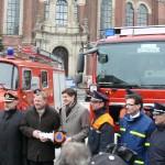 Fototermin: v.l.n.r. DFV-Präsident Kröger, Innensenator Vahldieck, Staatssekretär Dr. Schröder, Vertreter des BBK und der FF Hamburg, OBD Maurer (c) MT