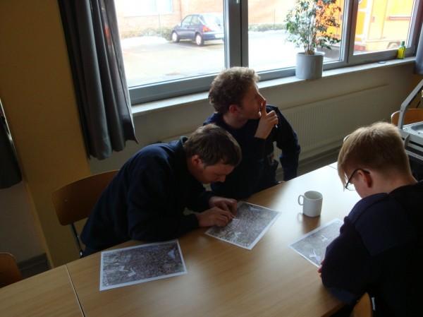 Bei der konzentrierten Suche nach den Koordinaten auf Karte