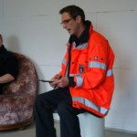 Ausbilder Magnus Stahnke in der Übungsnachbesprechung