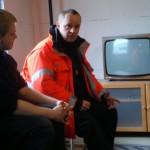 Ausbilder Thorsten Feldmann in der Nachbesprechung einer kurzen Rettungsdienstlage