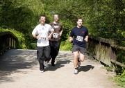 Den Teilnehmern des vergangenen FitForFire-Laufes steht die Anstrengung ins Gesicht geschrieben.