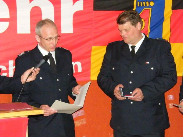 BerF Lohse überreicht die Verdienstmedaille an Chr. Eggerstedt