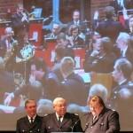 Ehrung von Heinz Okelmann, im Hintergrund das Musikkorps der FF Bramfeld (c) AG MuK FF HH