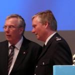 LBF/V-S Werner Burmester (re.) im Gespräch mit LtdBD Dr. Peer Rechenbach, Abteilungsleiter für Katastrophen-, Brand- und Bevölkerungsschutz in der Innenbehörde (c) AG MuK FF HH