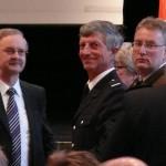 Dr. Essert, Hamburger Feuerkasse (li.), im Gespräch mit Alt-LBF Hermann Jonas (mi.) (c) AG MuK FF HH