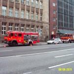 In der Innenstadt an einem Behördengebäude, die kleine Nebentür (Bildmitte) führt in den Keller 5oo m² +++ (c) FF Osdorf