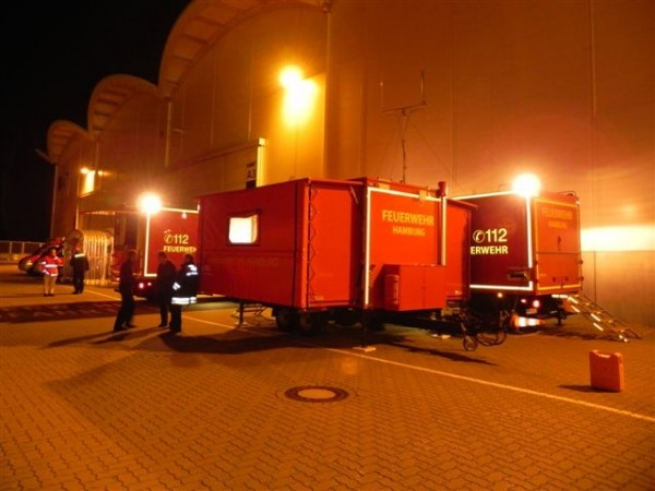 Aufgebauter Gerätewagen mit angeschlossenem Anhänger Führung und Lage  - Quelle und Copyright: Andreas Hesse, FF Altona