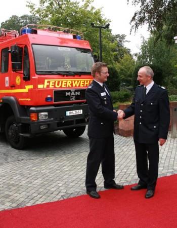 Begrüßung (WF Ch. Lübbe (li.) mit BerF Altona R. Lohse)