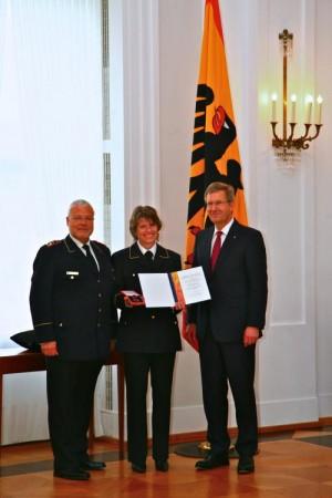 E. Martens mit Bundespräsident Wulff (re.) und DFV-Präsident Kröger (c) R. Thumser